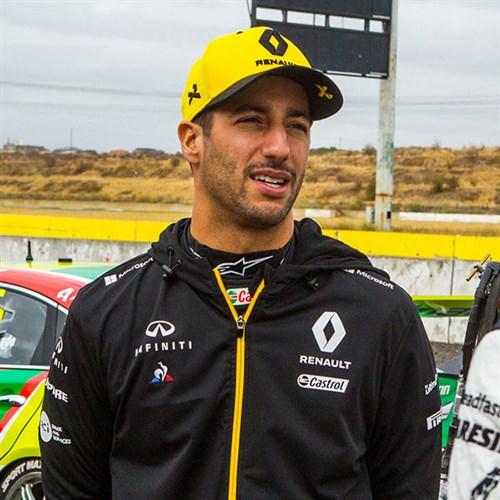 f403f5b11f45e Renault F1 Team 2019 Daniel Ricciardo CapAlternative Image1