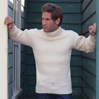 Submariner Rollneck Sweater in creamAlternative Image1