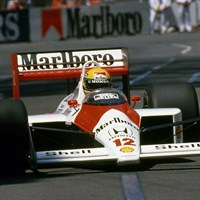 Minichamps McLaren MP4/4 - 1988 Formula One World Champion - #12 A. Senna 1:18