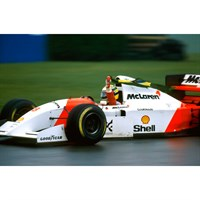 Minichamps McLaren MP4/8 w. Flag - 1st 1993 European Grand Prix - #8 A. Senna 1:18